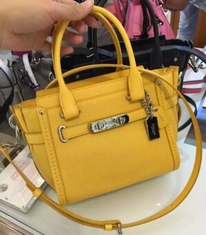 COACH Swagger 21 Carryall in Pebble Leather 37444 CANARY