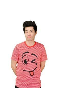 NOLOGO เสื้อยืด รุ่น แลบลิ้นเล็ก (สีริ้วแดง)