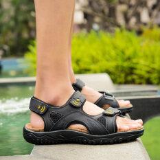 กลางแจ้งในช่วงฤดูร้อนระบายอากาศของผู้ชายลำลองรองเท้าแตะ (สีดำ) ราคา 887 บาท(-56%)