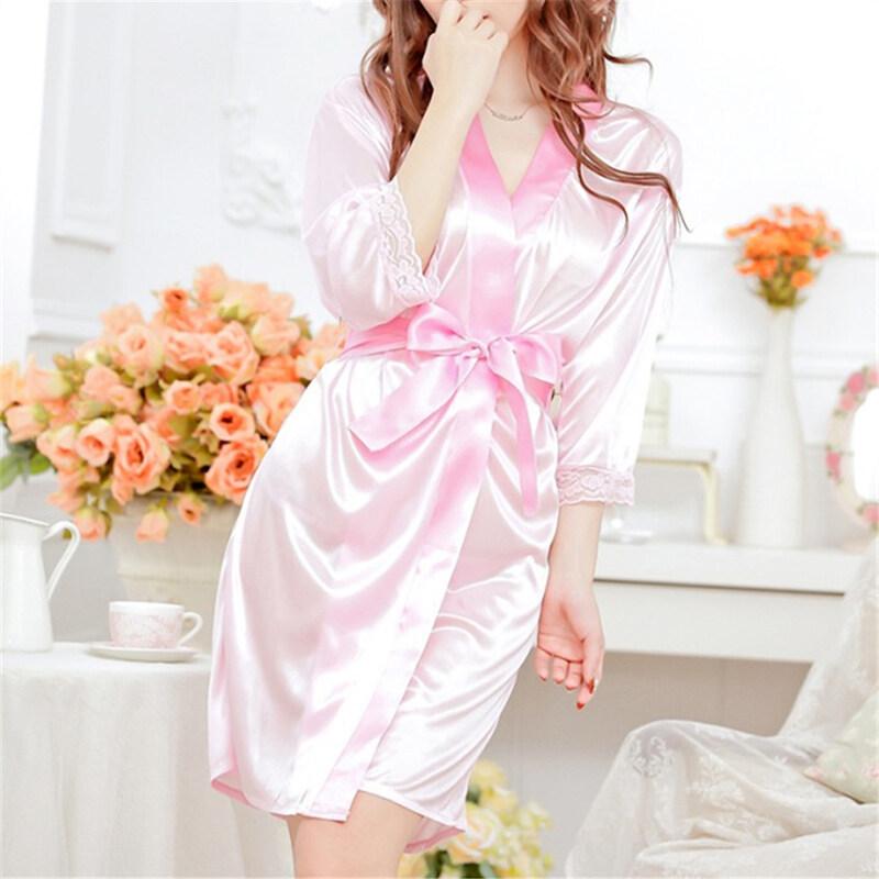 สาวเซ็กซี่ชุดชั้นในลูกไม้กางเกงแพรซาตินเทียมชุดนอนสวมเสื้อคลุมทับชุดนอนสีชมพู ...
