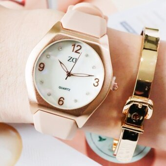 Zazzy Dolls เซตนาฬิกาแถมกำไลข้อมือ นาฬิกาข้อมือผู้หญิง สายเรซิ่น หน้าปัดสลักแบรนด์ ZD สุดเก๋ รุ่น ZD-0124 สีครีม (Cream) ฟรี กำไลข้อมือสายเข็มขัด สุดหรู รุ่น BG-B0020 สีพิ้งโกลด์(Pinkgold)