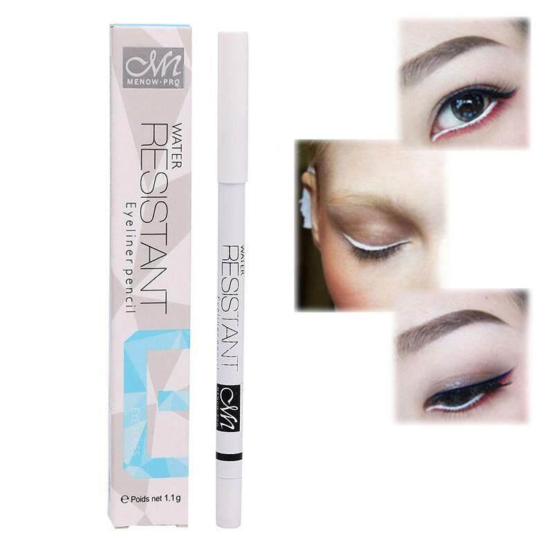ดินสอเขียนขอบตาสีขาว (พร้อมกล่อง) ใช้กบเหลาได้เนื้อเป็นซิลิโคนนิ่ม Menow Resistant Eyeliner Pencil 1.1 G. เนื้อครีมนุ่มๆ เขียนง่าย เพิ่มมิติให้ดวงตา.