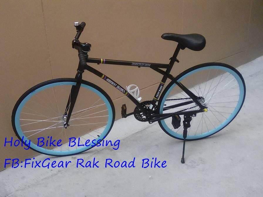 ฟิกเกียร์ 26 สีฟ้า 700ccx23 แถมฟรี !! สายล๊อค ที่ใส่ขวดน้ำ ปั้มลมพกพา กระดิ่ง By Holy Bike Blessing.