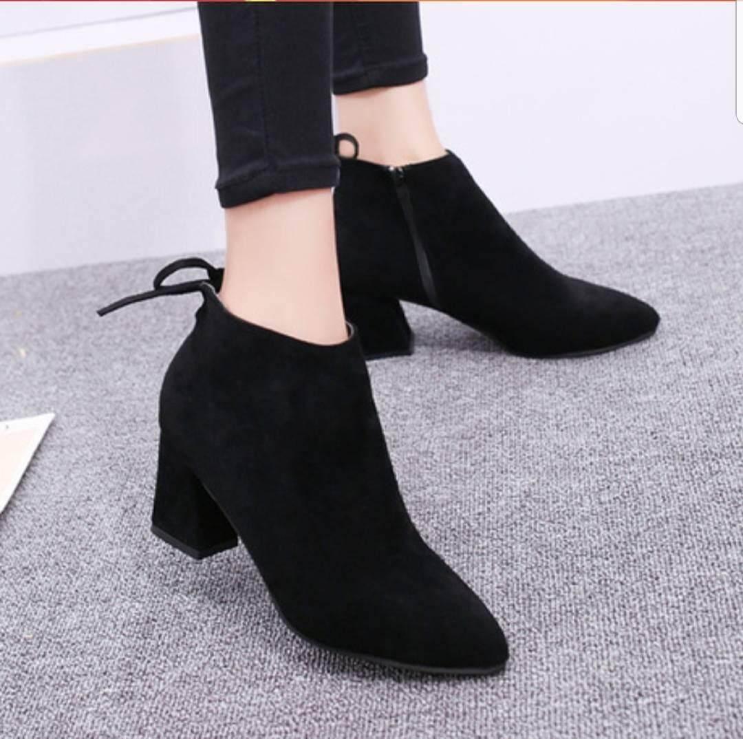 รองเท้าบูทผู้หญิง รองเท้ามาร์ตินบูท ส้นสูงเล็กน้อย รองเท้าหนังกำมะหยี่ รองเท้าหุ้มข้อ สูงนิดหน่อย.
