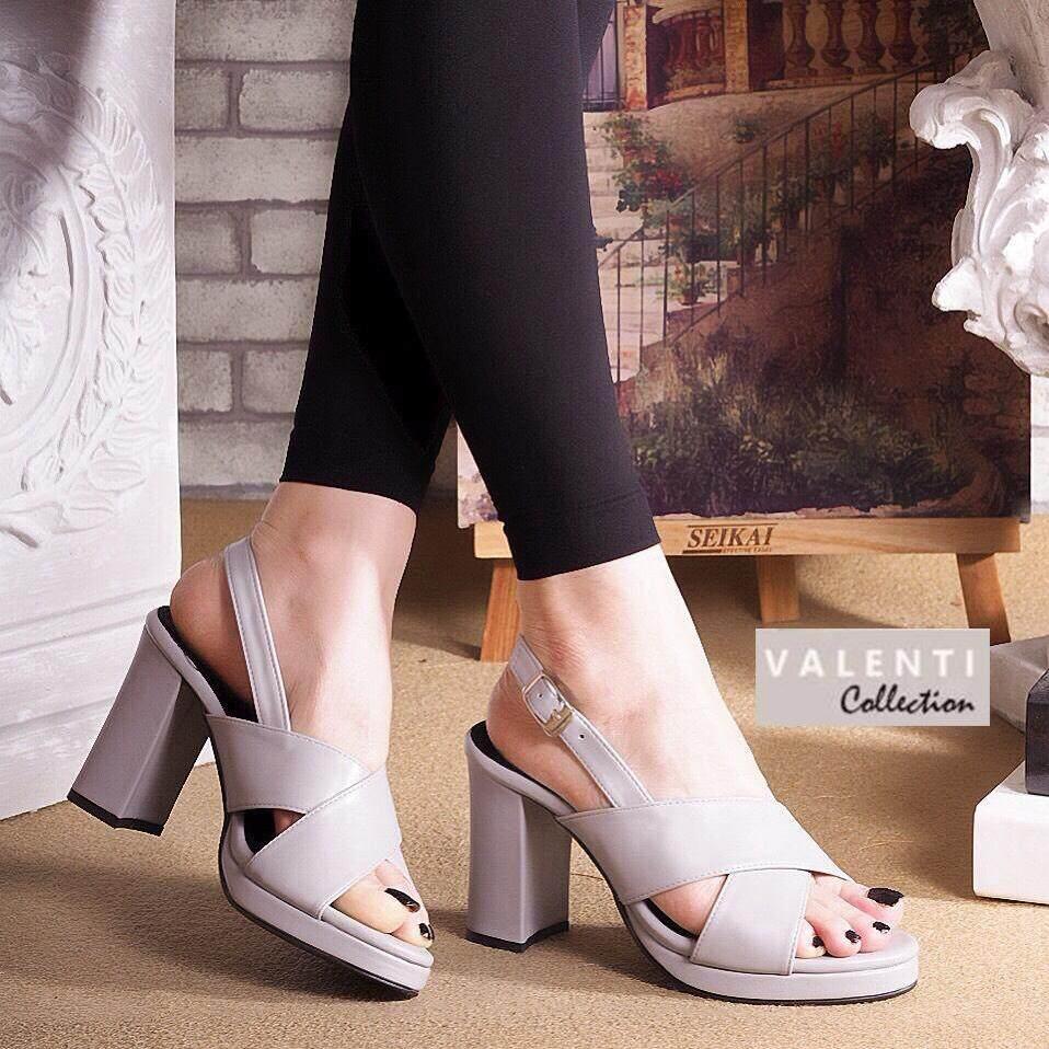 Valenti Collection รองเท้าส้นสูงแฟชั่นผู้หญิง เสริมหน้า รุ่น Ft-305 Grey (สีเทา) By Valenti Collection.