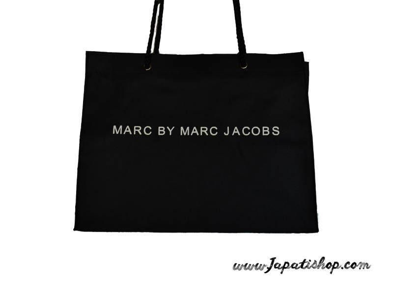 กระเป๋าผ้าสีดำ ใส่ของได้หลากหลาย เก๋เท่ไม่ซ้ำใคร รุ่น Marc By Marc Jacobs ไซต์ 15นิ้ว*10.5นิ้ว*4.5นิ้ว By Japatishop.