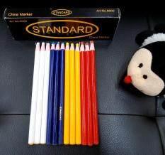 ดินสอสำหรับเขียนผ้า เขียนติดบนผ้าได้ง่าย และซักทำความสะอาดได้ง่าย ไม่ทิ้งรอยคราบ ใช้สำหรับเขียนผ้าเพื่อทำเครื่องหมาย  หรือแนวเส้นต่างๆ ในงานตัดเย็บทั่วไป (จำนวน 12 แท่ง) Standard Brand