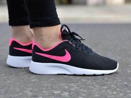 สุดยอดสินค้า!! NIKE รองเท้า ออกกำลังกาย ผู้หญิง ไนกี้ Tanjun Korea Black Shock Pink ใส่นุ่มเบา สบายเท้า น้ำหนักเบา รับแรงกระแทกดีเยี่ยม ของแท้ 100% ส่งไวด้วย kerry!!!