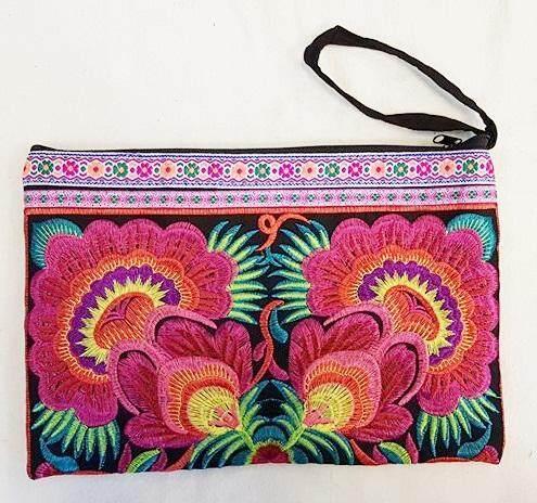 กระเป๋าถือ ผ้าปักม้ง ปักลายดอก สีสันสวยงาม ใช้ได้ทุกโอกาส เหมาะกับการใช้ใส่ของ ใส่เครื่องสำอาง ของฝากของที่ระลึกจากเชียงใหม่ งานฝีมือ Handmade Bags วัสดุผ้าฝ้าย 100%, ผ้าปัก, ซิป.