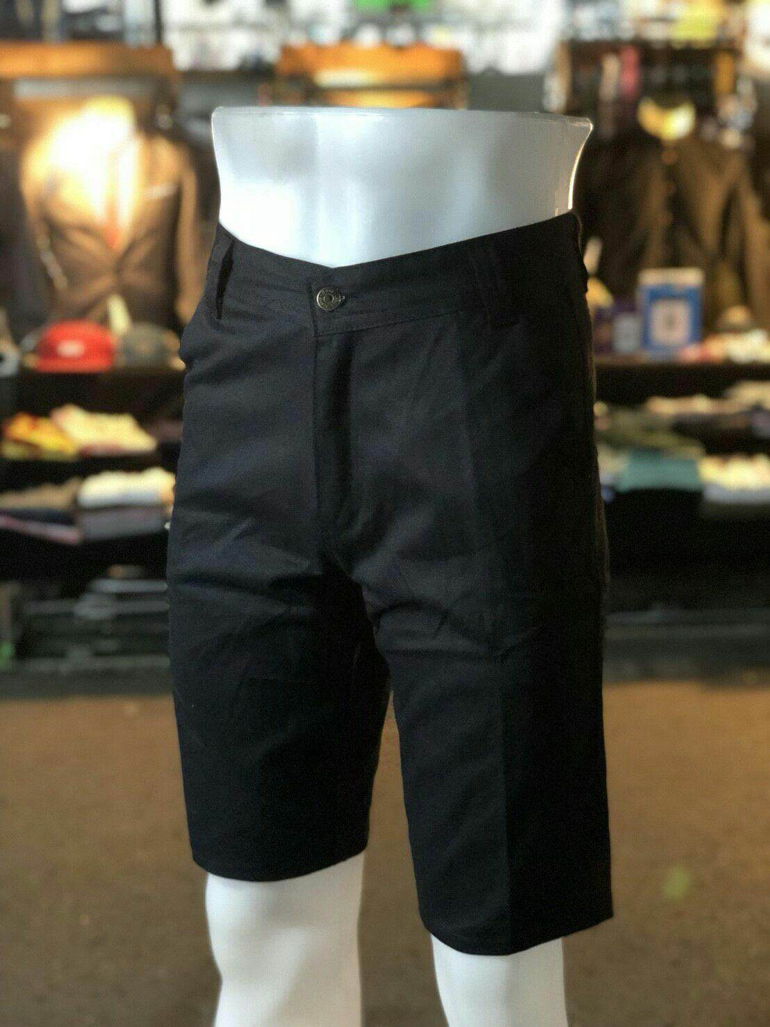 The Sj Shopกางเกงขาสั้นสามส่วน By The Sj Shop.