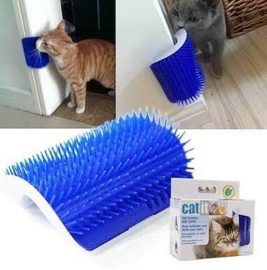 Catit Groomer แปรงนวดขน หวีขนน้องแมว แปรงนวดขน แปรงหวีขน แบบติดผนัง สุ่มสี (ฟ้า/ชมพู) By Namita Shop.