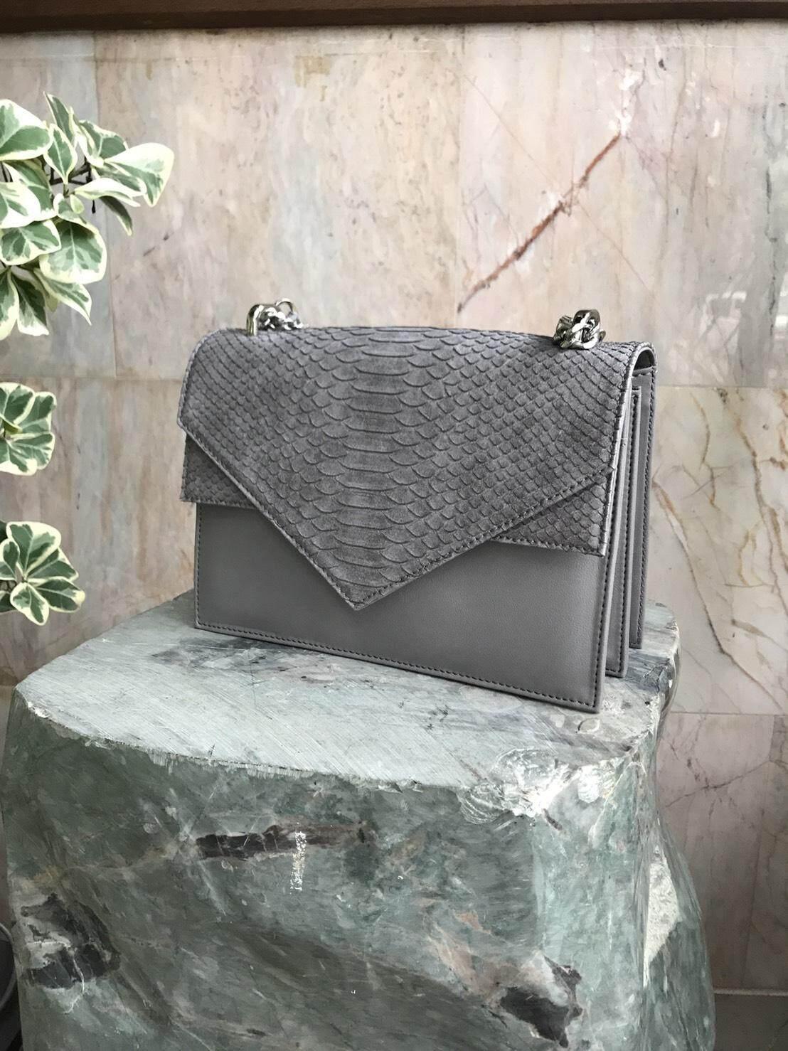 กระเป๋าสะพายพาดลำตัว นักเรียน ผู้หญิง วัยรุ่น อุดรธานี TALLULAH Freya handbag