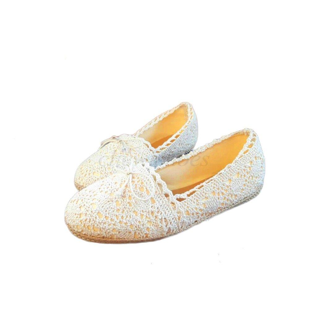 ซื้อ Chewisshoes รองเท้าผู้หญิง รองเท้าแฟชั่น รองเท้าคัทชู รองเท้ารัดส้น คัทชู รองเท้าลูกไม้ คัทชูลายลูกไม้ โบว์เล็ก สีขาว ใหม่ล่าสุด