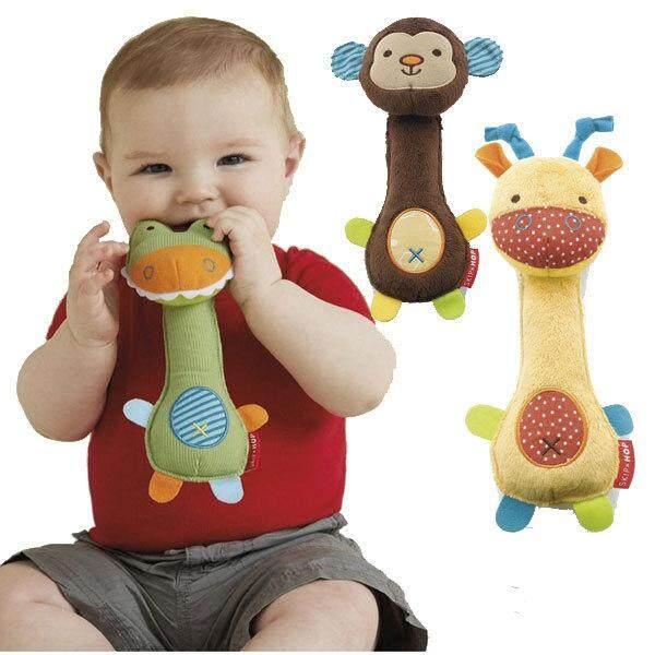 Muisungshop ตุ๊กตาจับเขย่าแล้วจะมีเสียงกรุ๊งกริ๊ง บีบมีเสียงช่วยเสริมสร้าง และกระตุ้นพัฒนาการ ( Safari Squeeze Me Rattle Toy ) By Muisungshop.