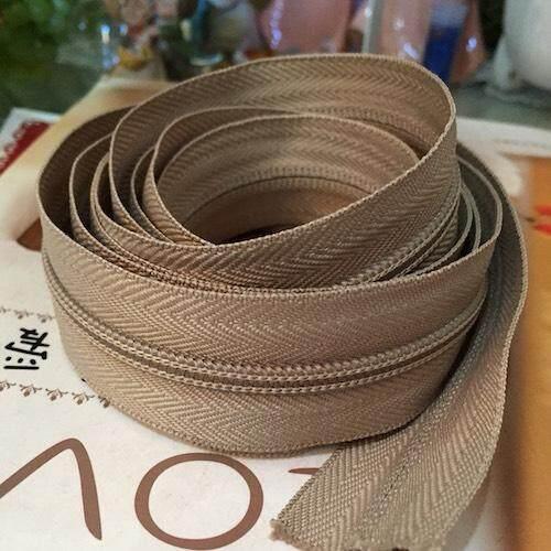1 Free 1 : ซิปตัด ซิปไนล่อน ซิปพลาสติก ซิปหลา สีน้ำตาลอ่อน เบอร์ 5 ความยาว 90 เซนติเมตร 08zp2113s ราคา 100 บาท.