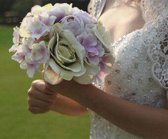 BolehDealsไหมประดิษฐ์ดอกกุหลาบไฮเดรนเยียดอกไม้ช่อดอกไม้แต่งงานเจ้าสาวเพื่อนเจ้าสาวคน
