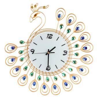 นาฬิกาขนาดใหญ่บนผนังนกยูงเพชรทอง