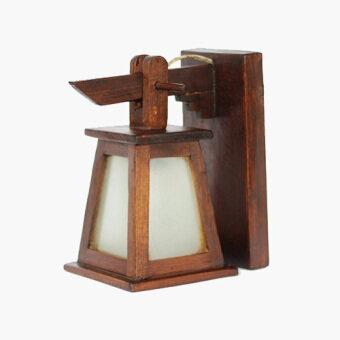 โคมไฟติดผนังทรงกระดิ่งสามเหลี่ยมติดกระจกสีขาวขุ่น ไม้สัก (สีน้ำตาล)