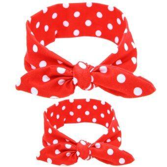 แม่เด็กพาเด็กทารกหญิงผมห่วงหูกระต่ายหูกระต่ายสายคาดผมหมวกกันน็อกสีแดง+จุด