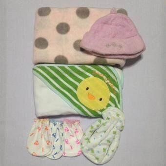 Set I ชุดเด็กแรกเกิดสุดคุ้ม 7 ชิ้น ผ้าห่อตัวสีขาว+ผ้าห่มชมพูลายจุด+หมวกสีชมพู+ซองใส่ขวดนมลายจุด+ถุงมือ 3 คู่