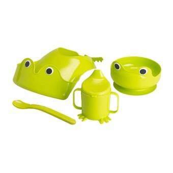 IKEA ชุดทานข้าวสำหรับเด็ก 4 ชิ้น (จาน, ช้อน, ถ้วยหัดดื่ม, ที่กันเปื้อนและรองเศษอาหาร)