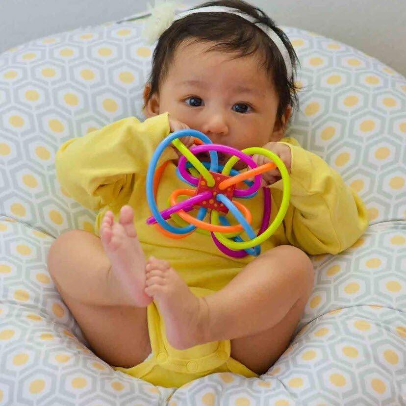 Manhattan Toy ยางกัด จุกกัด ยางกัดแบบเส้น (เขย่ามีเสียง) ปลอดสาร BPA Winkel of Manhattan Toy nontoxic BPA Free