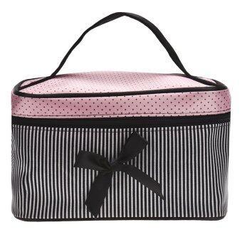 Coconie กระเป๋าเครื่องสำอางลายสี่เหลี่ยมโค้งสีดำจัดส่งฟรี