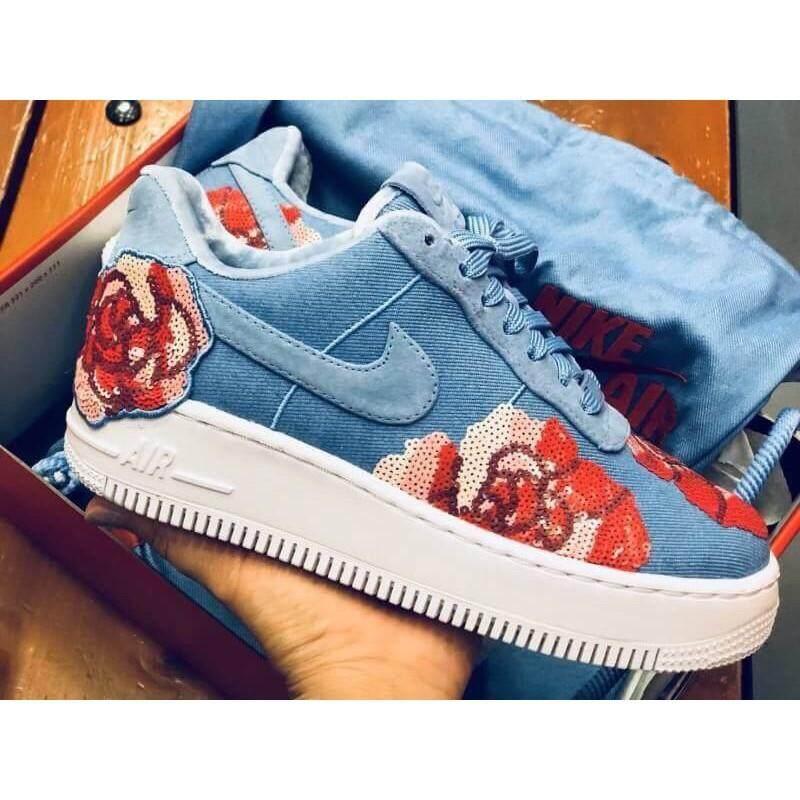 ยี่ห้อไหนดี  นครราชสีมา รองเท้าผ้าใบ Nikeของแท้??สวยฮิตมาใหม่ รุ่นหายาก