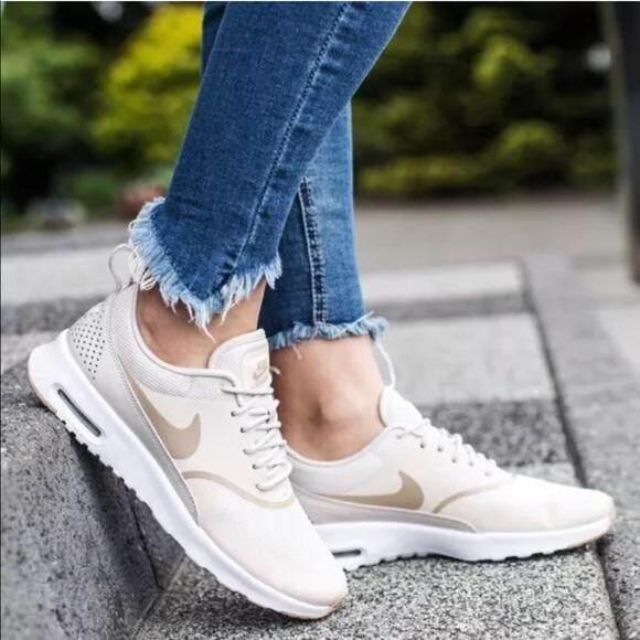 ยี่ห้อไหนดี  สุโขทัย รองเท้าผ้าใบ ไนกี้ แฟชั่น ผู้หญิง Nike Air Max Thea Yellow Sand สวย หวาน เบา สบาย ++ลิขสิทธิ์แท้ 100% จาก NIKE พร้อมส่ง ส่งด่วน kerry++