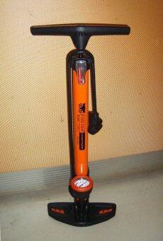 VAUKO : FIXED GEAR ที่สูบลมจักรยาน แรงดันสูง ด้ามปีกนกแบบมีเกจ์วัดระดับลม 2 in 1 แบบสูบฟิกซ์เกียร์ เสือภูเขา ฐานใหญ่สีส้ม KW-808