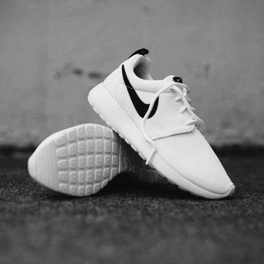 ลดสุดๆ Nike รองเท้าผ้าใบ แฟชั่น ออกกำลังกาย ผู้หญิง ไนกี้ Roshe One White Black นุ่มเยา ใส่สบาย ++ลิขสิทธิ์แท้ 100% จาก NIKE พร้อมส่ง ส่งด่วน kerry++