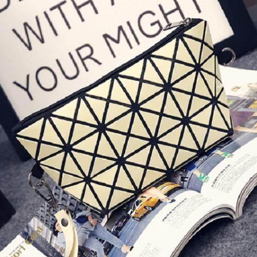 Bag Fashion กระเป๋าสะพายข้าง กระเป๋าถือ กระเป๋าลายพีรมิด รุ่น 006 (สีเเหลือง)