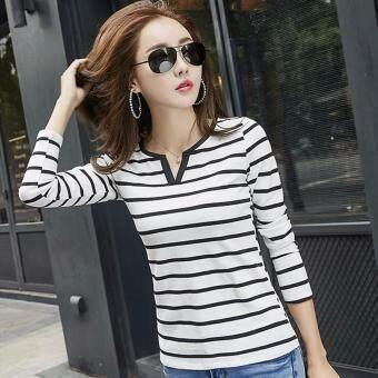 Charming เสื้อยืดแฟชั่นผู้หญิง คอวี แขนยาว ผ้าเนื้อดี ลายขวาง สวยๆ (สีขาว) รุ่น C809