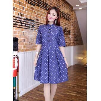 Pitchaya ชุดเดรสผ้ายีนส์สีน้ำเงินพิมพ์ลายหลุยส์ ทรงคอจีนกระดุมหน้าแกะได้ de290(สีน้ำเงิน)