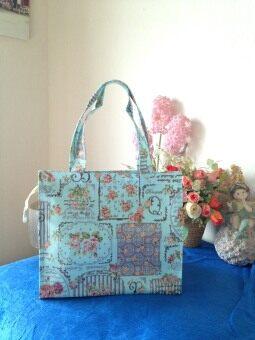 Panicha By Mama กระเป๋าถือ ผ้าเคลือบลายแฟนซี ลายรั่วดอกไม้ สีฟ้าทะเล No.S/M48