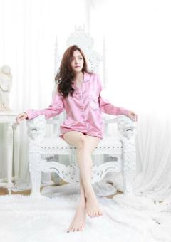ชุดนอนผ้าซาตินสีชมพู แบรนด์ Sleeping Beauty แขนยาว ขาสั้น ของแท้ ชุดนอนแฟชั่น ชุดนอนกางเกง