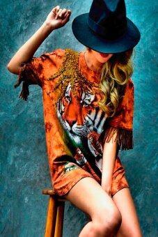 PENNY & THE RICCI มินิเดรสหรือเสื้อตัวยาวลายเสือ ปักเลื่อมและลูกปัดด้วยมือ (สีน้ำตาลอ่อน)
