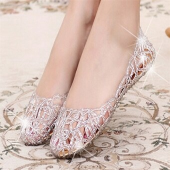 D13 นิวคริสตัลรองเท้าแตะของหญิงสาวหายใจลึกกลายเป็นมากกว่ารองเท้าแฟลตร้อนเงิน