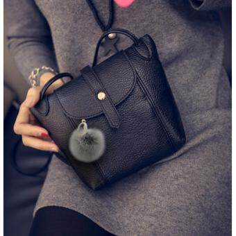 Moniga-Moniga กระเป๋าถือสายสะพายรุ่น Dory พร้อมพวงกุญแจขนเฟอร์ 1 ชิ้น