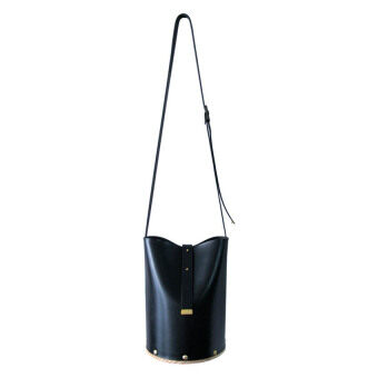 Omni กระเป๋าหนัง ฐานไม้ Bucket wooden bag - สีดำ