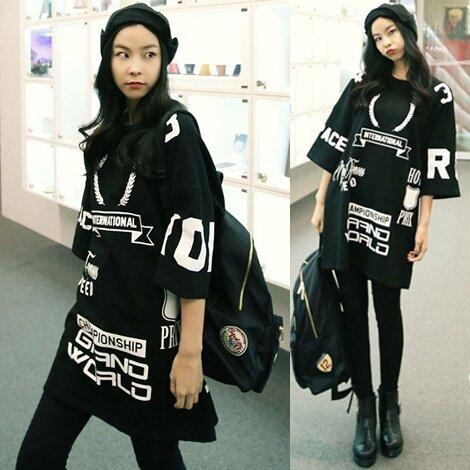 หลวมเกาหลีตัวอักษรสีดำพิมพ์เสื้อยืด (สีดำ) (สีดำ)