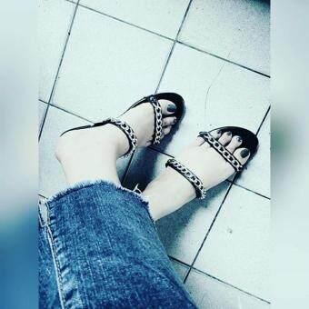 รองเท้า รุ่นโซ่คู่ สวย ใส่สบาย
