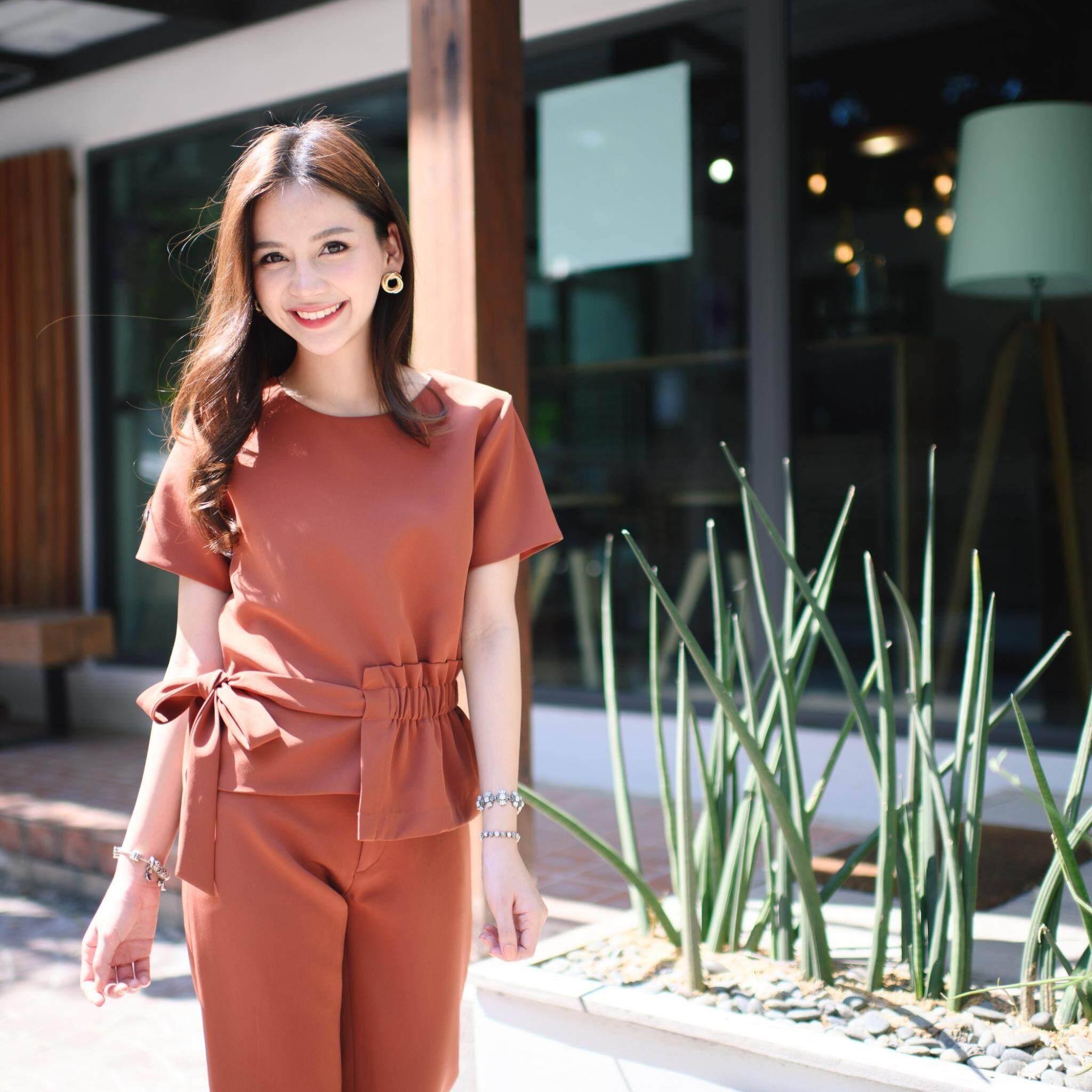 prettythingonme Summer Vibes Top เสื้อสี Sienna เสื้อแขนสั้นแต่งยางยืดผูกโบว์ข้าง ผ้าญี่ปุ่น เสื้อดีเทลน่ารัก