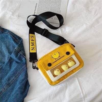 กระเป๋าถือ นักเรียน ผู้หญิง วัยรุ่น สงขลา ALLIANZ SHOPสะพายข้างใบเล็กน่ารักมีน้องไก่  3 ตัว  AAB129