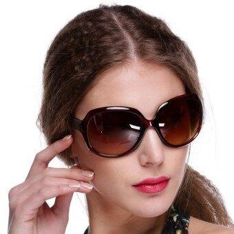 ผู้หญิงไซส์ใหญ่พิเศษแว่นตาแว่นตากันแดดแว่นตากลมนั่งกลางแจ้งสีน้ำตาล