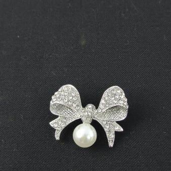 Pearl Jewelry เข็มกลัดติดเสื้อดำ โบว์มุกขาว คริสตัลขาว Pin04