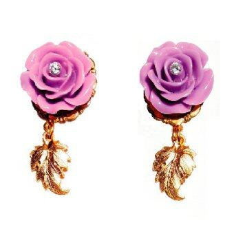 PENNY & THE RICCI ต่างหูดอกไม้สีม่วงอ่อนประดับเพชรสวิส cz และจี้ใบไม้ชุบทอง 14k