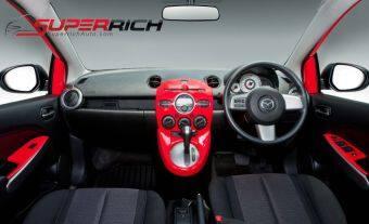 TFP ชุดตกแต่งภายในหน้าคอนโซล (สีแดง) Walnut (Panel Cover) / Mazda2 2010 (5 Drs.) / เกียร์ AUTO