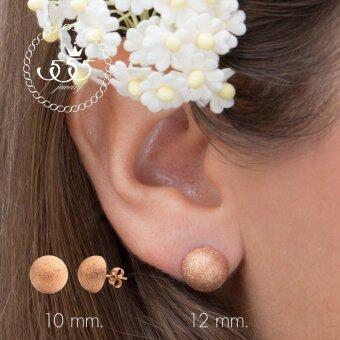 555jewelry ต่างหู สแตนเลสสตีล - ต่างหูแบบก้านเสียบผิวทรายระยิบ (สี - พิ้งโกลด์) รุ่น MNC-ER561-C