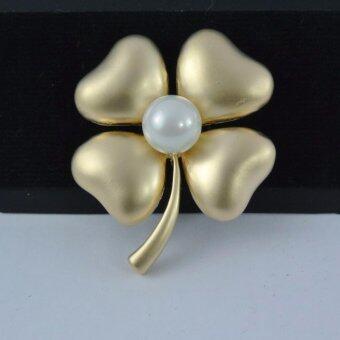 Pearl Jewelry เข็มกลัดติดชุดดำ ดอกไม้มุกขาว